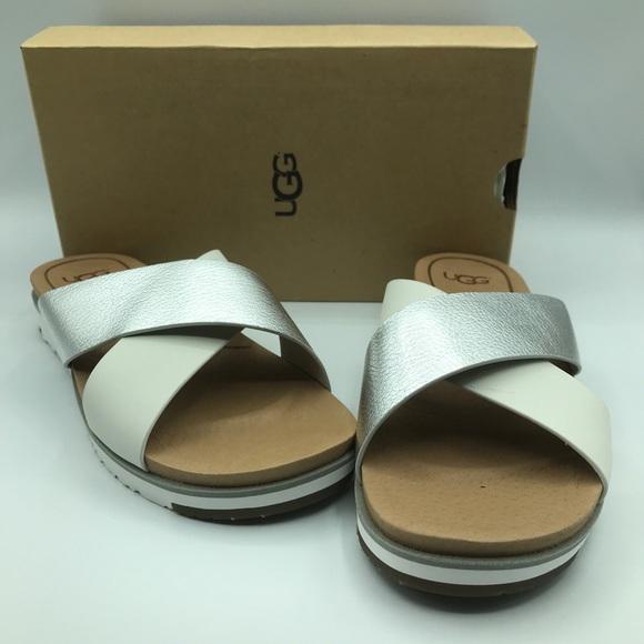 a4d7b87247a NEW UGG | Kari Slide Flat Sandals NWT